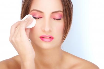 Чем снимать макияж для жирной кожи